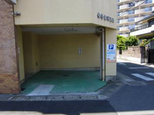 医院1F駐車場